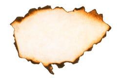 Morceau de papier brûlé avec des bords d'épine d'isolement images libres de droits