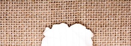 Morceau de papier brûlé sur une toile de toile Photos stock