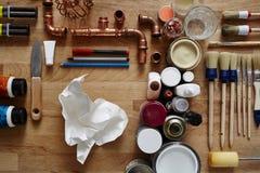 Morceau de papier emietté entouré par des idées Photographie stock