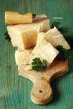 Morceau de parmesan naturel photos stock