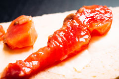 Morceau de poissons rouges sur le plan rapproché de pain Photographie stock libre de droits