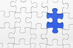 Morceau de puzzle dans le bleu Photographie stock libre de droits