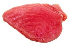 Morceau de viande crue de thons d'isolement sur le blanc Images libres de droits