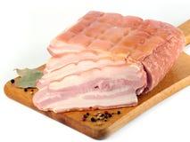 Morceau de viande crue fraîche sur la planche à découper Photo libre de droits