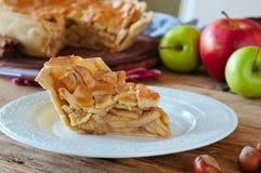 Morceau délicieux de tarte aux pommes faite maison Image libre de droits