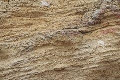 Morceau multicolore de roche par la mer photos libres de droits
