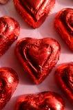 Morceau sous emballage souple rouge de chocolat de forme de coeur Image libre de droits