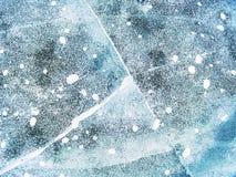 Morceau transparent de glace sur le lac Le morceau clair comme de l'eau de roche de glace a serré le lac, Photos libres de droits