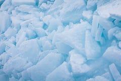 Morceaux bleus empilés de glace Photographie stock libre de droits