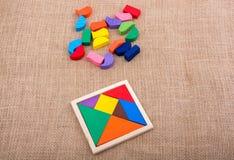 Morceaux d'un puzzle carré de tangram Images stock