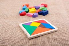 Morceaux d'un puzzle carré de tangram Photographie stock