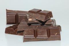 Morceaux d'une barre de chocolat foncée Image libre de droits