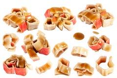 Morceaux de bâtons de surimi avec de la sauce foncée Images stock