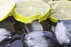 Morceaux de chaux sur la glace Image stock