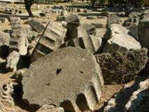 Morceaux de colonnes ruinées du grec ancien Images stock
