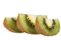 Morceaux de kiwi vert d'isolement sur le fond blanc Images libres de droits