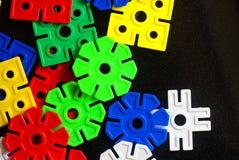 Morceaux de lego coloré d'isolement sur le noir Photographie stock libre de droits