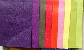 Morceaux de matériel de cuir par exemple images libres de droits