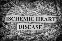 Morceaux de papier déchirés avec la maladie cardiaque ischémique de mots Photographie stock