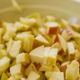 Morceaux de pomme finement hachée Photographie stock