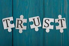 Morceaux de puzzle avec le mot et le x22 ; Trust& x22 ; Images stock