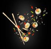 Morceaux de sushi congelés dans le ciel dans l'obscurité Photo libre de droits