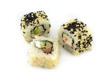 Morceaux de sushi d'isolement sur le plan rapproché blanc de fond Images stock