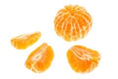 Morceaux oranges de mandarine de mandarines d'isolement sur le fond blanc Image libre de droits