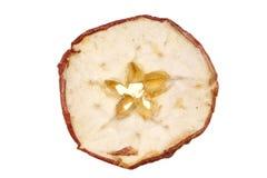 Morceaux secs découpés en tranches de pomme sur le fond blanc Photos libres de droits