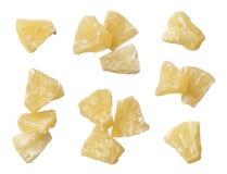 Morceaux secs d'ananas d'isolement sur le fond blanc photos stock