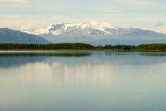 Morcheau湖和Castle Rock山在不列颠哥伦比亚省, Cana 免版税库存图片