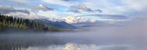 Morchua meer-MT. Edziza stock foto