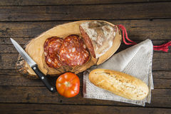 Morcon,西班牙香肠用面包和蕃茄 免版税图库摄影