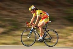 Morcov Stefan cyklist från Rumänien. Panorera teknik. royaltyfri foto