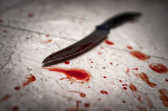 Mord-blutiges Messer lizenzfreie stockfotografie