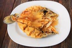 Mordedores adobados fritos con la salsa de pescados dulce Imagenes de archivo