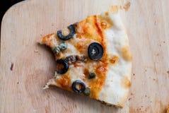 Mordedura de la pizza de Napole Fotos de archivo