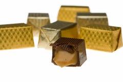 Mordedura y caramelos de chocolate envueltos Imágenes de archivo libres de regalías