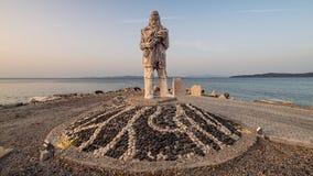 Mordogan,土耳其- 2015年5月16日:渔夫雕象在Mordogan,伊兹密尔 库存图片
