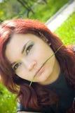 Mordre sur l'herbe Photographie stock libre de droits