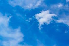 A mordu l'octet est un nuage d'or dans le nuage images stock