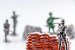 Morduje mini plastikowa żołnierz zabawka Zdjęcie Stock