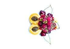 Morele, słodkie wiśnie i malinki, kopia zdjęcia stock