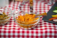Morele w szklanym naczyniu jedzenie healty Obrazy Royalty Free