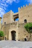 Morella é uma cidade murada antiga situada em uma cume Foto de Stock