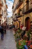 Morella é uma cidade murada antiga situada em uma cume Imagens de Stock