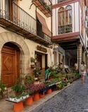 Morella é uma cidade murada antiga situada em uma cume no p imagem de stock royalty free