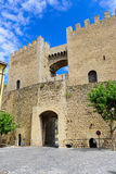 Morella est une ville murée antique située sur un sommet Photo stock