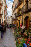 Morella est une ville murée antique située sur un sommet Images stock