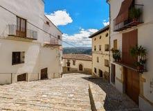 Morella est une ville murée antique située sur un sommet dans le p Image libre de droits